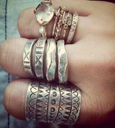 Boho chic silver rings, new Bohemian jewelry. For MORE modern hippie fashion… Hippie Style, Hippie Boho, Bohemian Style, My Style, Boho Chic, Boho Gypsy, Bling Bling, Jewelry Box, Jewelry Accessories