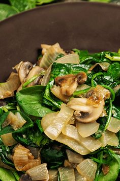 Sauted Mushrooms And Onions, Steak And Onions, Spinach Stuffed Mushrooms, Spinach Stuffed Chicken, Spinach And Potato Recipes, Onion Recipes, Cooking Recipes, Healthy Recipes, Healthy Dinners