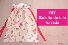 Tutorial para elaborar una bolsita de tela forrada para guardar Sewing Hacks, Sewing Tutorials, Sewing Projects, Sewing Patterns, Sewing Box, Baby Sewing, Costura Diy, Diy Crafts To Do, Couture Sewing