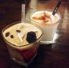 Milkshake vanille et frappé café/mûre  #milkshake #frappe #frozen #frais #cafe #moka #mure #blackberry #cafemure #mokablackberry #pause #break #gouter #yum #yummy #spain #espagne #malaga #elpimpimalaga #elpimpi