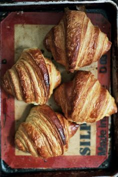 Apt 2B blog tackles Tartine's croissants  (excellent step-by-step narrative)