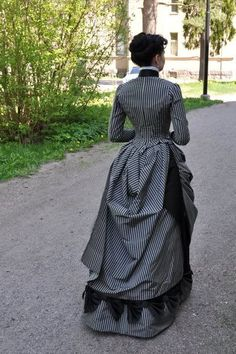 Before the Automobile: 1887 dress
