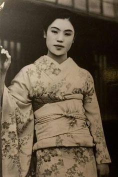 Onsen geisha Matsuei, whom Yasunari Kawabata met in 1934 and based one of his main characters in the novel Yuki Guni (Snow Country). Photographed around 1934 presumably at the onsen inn Yukiguni no Yado Takahan in Yuzawa, Japan.