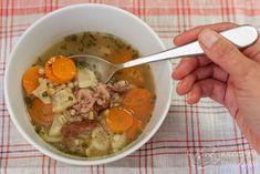 Poctivá uzená polévka s kroupami a zeleninou na zahřátí. Uzená polévka s kroupami a zeleninou je naprosto geniální kulinářská záležitost která, když se připraví z poctivého uzeného, pohladí po duši, tváři i břišní stěně. | @blogkuchtime | #recepty #jidlo #inspirace #vareni #kucharka #foodblog Recipies, Soup, Foods, Cooking, Health, Recipes, Food Food, Kitchen, Food Items
