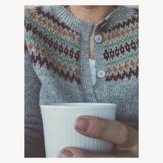 Morrakaffe i ny kofte! Camilla, Knit Crochet, Knitting, Skirts, Sweaters, Buttons, Dresses, Fashion, Tricot