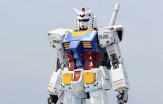 Le robot de 18 mètres de haut et de 25 tonnes de métal s'est déplacé sur quelques mètres avant de revenir à sa place initiale