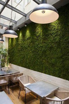 Ideas For Design Interior Green Wall Cafe Interior Design, Interior Garden, Interior Exterior, Exterior Design, Restaurant Design, Deco Restaurant, Graffiti En Mousse, Café Design, Coffee Shop Design
