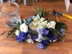 Un weekend plin cu mini-evenimente 🤩💐 Floral Design, Bouquet, Table Decorations, Bride, Garden, Flowers, Home Decor, Wedding Bride, Garten