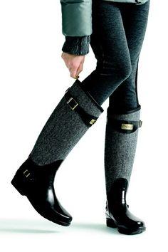 It is a rainbow of different materials in rider boots.- Binici çizmesi tarzındaki farklı materyallerden oluşan yağmur botları… Rain boots made of different materials such as rider boots … - Crazy Shoes, Me Too Shoes, How To Have Style, Mode Shoes, Look Fashion, Womens Fashion, Rain Boots Fashion, Jeans Fashion, Fashion Fall