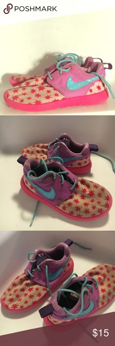 Girls Nike Roshes Girls size 11C Nike roshe shoes. Have been used signs of wear and tear are on here but could easily be cleaned up with the right motivation and knowledge to look new! If you have any questions or concerns feel free to ask Nike Shoes Sneakers