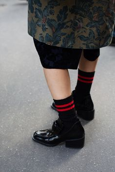 """""""Gym-floor chic is spreading"""" via the Sartorialist, March 2014 archives (London) The Sartorialist, Street Style Trends, Cool Outfits, Fashion Outfits, Fashion Trends, Only Fashion, Womens Fashion, Straight Cut Jeans, Mein Style"""