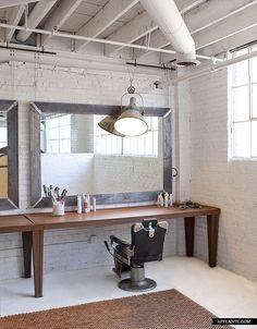 Loft studio of Rob Brinson and Jill Sharp Brinson afflante / Great idea for a hairdresser studio