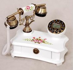novelty telephones - Google Search Vintage Lamps, Vintage Items, Antique Phone, Retro Phone, Vintage Phones, Pink Bedrooms, Home Phone, Vintage Party, Antique Glass