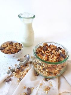 Granola with hazelnuts and chocolate chips - organic in my bento - Breakfast Recipes Vegan Granola, Granola Cereal, Chocolate Granola, Chocolate Chips, Recipe Granola, Breakfast On The Go, Breakfast Cake, Best Breakfast, Breakfast Sandwiches