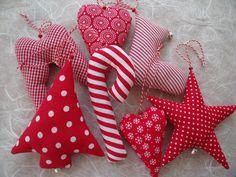 süsse Weihnachtsanhänger in rot/weiß 7 tlg.....    ...wunderschön als Baumschmuck, Tischdeko, Geschenkanhänger, Wichtelgeschenke, kleine Mitbringsel,