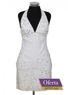 Vestido blanco con aplicaciones en plateado. Escote en V muy sentador  #graduacion #15 #matrimonio #fiesta #vestidos #wedding #party #dress #fashion #style #design #outfit #shopping #glam #white #newyear
