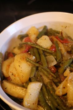 Time to make fasolakia (green beans) with potatoes. I don't know about you, but when I get home I only want to make easy suppers, so this is a good one. Greek green beans and potatoes is pret… Veggie Dishes, Vegetable Recipes, Vegetarian Recipes, Cooking Recipes, Greek Potatoes, Green Beans And Potatoes, Green Beans With Tomatoes, Cypriot Food, Greek Cooking
