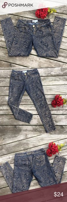 "Jolt Gold Embossed Denim Jeans Dark blue denim with a metallic gold embossed print. 80% cotton, 19% polyester and  1% spandex. Measurements approximately as follows: waist 32"", inseam 29.5"", length 37.5"" and rise 8"".  💥Super hot💥.  Excellent condition!   B5 Jolt Jeans Skinny"