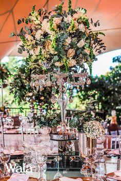 Candelabro de cristal con flores!! Lindo y elegante centro de mesa