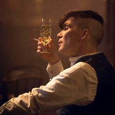 Peaky Blinders Tommy Shelby, Peaky Blinders Thomas, Creepypasta, Peaky Blinders Quotes, Gothic Anime, Cillian Murphy, Pretty Wallpapers, Lady And Gentlemen, Book Making