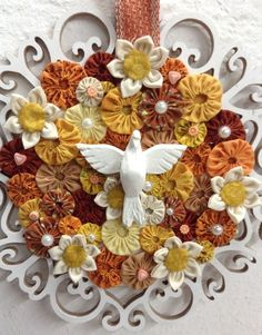 Pin by Ludvila Kerez on Йо-йо Diy And Crafts, Arts And Crafts, Paper Crafts, Mosaic Projects, Projects To Try, Mandalas Painting, Catholic Art, Craft Fairs, Burlap Wreath