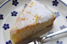 Svampet og syrlig citronkage - værtens bedste Danish Dessert, Danish Food, Pie Cake, No Bake Cake, Cake Recipes, Dessert Recipes, Delicious Desserts, Yummy Food, No Cook Meals