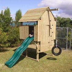 Building your little one a playhouse in the backyard will surely make them happy. However, you'll want it to be safe as well as beautiful. There are a few things you should know before you build a playhouse for kids. Outside Playhouse, Build A Playhouse, Playhouse Kits, Indoor Playhouse, Backyard Trampoline, Backyard Playground, Children Playground, Backyard Ideas, Backyard Treehouse