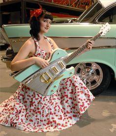 Dave Gartland, mais conhecido como Ali Kat é um designer australianoentrou de cabeça no lance de customizar instrumentos. Essa série é inspirada no design de carros das décadas de 50 e 60, e feitos com partes originais desses carros. AsAli Kats Classic Carlevam cerca de 165 horas para ficarem prontas.  Inspirada pelo FJ Holden, (...)