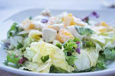 Eine leichte Salatsauce aus cremigem Rahm und frischen Kräutern für ein bekömmliches Dressing. Das Saucen-Rezept ist schnell zubereitet.