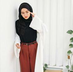 Trendy Ideas For Fashion Hijab Kemeja Muslim Fashion, Modest Fashion, Hijab Fashion, Trendy Fashion, Fashion Outfits, Jeans Fashion, Women's Fashion, Hijab Casual, Hijab Chic