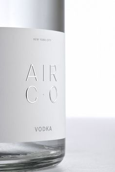 air co. vodka is a carbon-negative alcohol brand created by joe doucet x partners Vodka Drinks, Alcoholic Drinks, Label Design, Packaging Design, How To Make Vodka, Making Vodka, Whisky, Premium Vodka, Creativity And Innovation