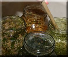 How to Make Nourishing Herbal Infusions - Nettle leaf infusion, comfrey leaf infusion, oatstraw infusion - Susun Weed