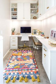 Browse pictures of home office design. Here are our favorite home office ideas that let you work from home. Shared them so you can learn how to work. Home Office Layouts, Home Office Space, Home Office Desks, Office Ideas, Office Decor, Office Furniture, Office Spaces, Furniture Ideas, Office Rug