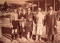 Postal histórica del año 1928, previa al duelo amistoso entre #Peñarol y el #Motherwell de Escocia My Love, Painting, Scotland, Athlete, Gold, Sports, History, Painting Art, Paintings