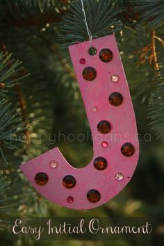 Easy initial ornament - a simple but beautiful Christmas tree decoration that preschoolers can make - happy hooligans