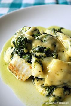 Baked Fish with Spinach and Creamy Cheese Sauce Cooking Recipes, Healthy Recipes, Big Meals, Baked Fish, Fish Recipes, Recipies, Entrees, Food And Drink, Healthy Eating