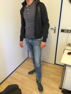 The grey sneakers look great with these jeans. Also blue above it looks amazing. I think more people should combinations like these.