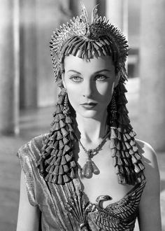 Vivien Leigh as Cleopatra in 'Caesar and Cleopatra' - . I'm keen on seeing Elizabeth Taylor as Cleopatra because I still haven't seen it! Old Hollywood Stars, Vintage Hollywood, Hollywood Glamour, Hollywood Actresses, Classic Hollywood, Vivien Leigh, Scarlett O'hara, Classic Actresses, Beautiful Actresses