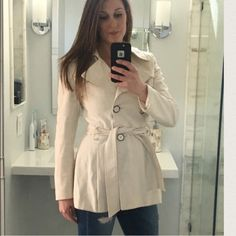 Via Spiga winter white trench coat Beautiful coat, perfect for the fall to winter, winter to spring transitions! Via Spiga Jackets & Coats Trench Coats