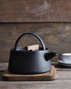 valscrapbook:http://www.remodelista.com/products/tetu-cast-iron-kettle
