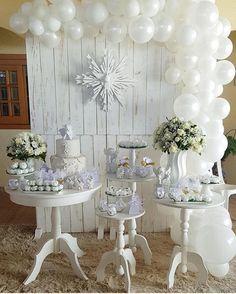 Linda ideia de Batizado. Por @alineragazzo #blogencontrandoideias #encontrandoideias #batizado #galeriabatizado #bautizo Baptism Invitations, Ideas Para Fiestas, Communion, Christening, Buffet, Anniversary, Table Decorations, Birthday, Sweet