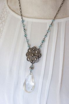 Isabella-Vintage assemblage necklace aqua por frenchfeatherdesigns