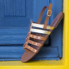 Rasteirinha com detalhes sutis para um dia de calorzinho.  #ValentinaFlats #shoes #fashion #loveit #loveshoes #shoeslover #flat #sapatilha #love