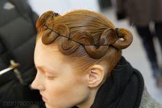 NYFW Fall/Winter Kimberly Ovitz Crook: looks familiar ; Creative Hairstyles, Up Hairstyles, Pretty Hairstyles, Aveda Hair, Runway Hair, Hair Arrange, Editorial Hair, Hair Art, Hair Looks