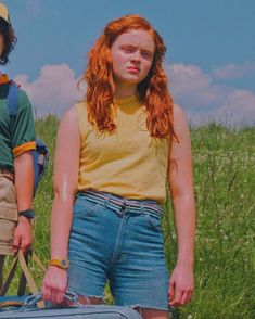 Wallpapers — Christmas Wallpapers 🎄 Screenshot for better... Stranger Things Characters, Watch Stranger Things, Stranger Things Season 3, Stranger Things Aesthetic, Stranger Things Netflix, Stranger Things Christmas, The Wombats, Sadie Sink, She Was Beautiful