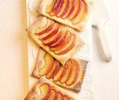 Apfeljalousien machen zum Zvieri genauso gute Figur wie als fruchtiger Dessert-Höhepunkt nach einem feinen Essen. Apple Pie, Breakfast, Ethnic Recipes, Food, Quince Jelly, Apples, Parchment Paper Baking, Sugar, Milk