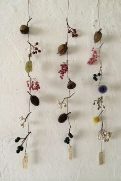 Arredare con i fiori secchi – Living Corriere Decorate home with dried flowers – Photo Deco Boheme, Flower Garlands, Dried Flower Wreaths, Arte Floral, Green Flowers, Dry Flowers, Nature Crafts, Flower Art, Planting Flowers