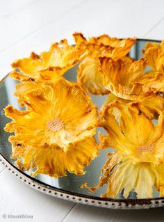 Kinuskikissa: Ananaskukat// Dried Ananas Flowers