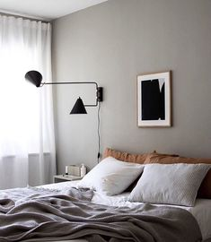 35 Amazingly Pretty Shabby Chic Bedroom Design and Decor Ideas - The Trending House Romantic Bedroom Decor, Home Decor Bedroom, Grey Wall Bedroom, Bedroom Kids, Bedroom Art, Master Bedroom, Ideas Hogar, Amazing Decor, Scandinavian Home