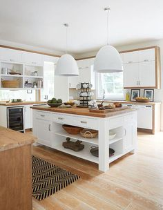 Delightful Small kitchen cabinets kitchen remodel ideas and Kitchen design layout for restaurant tips. Kitchen Island Decor, Modern Kitchen Island, Kitchen Layout, Rustic Kitchen, New Kitchen, Vintage Kitchen, Kitchen Ideas, Kitchen White, Islands For Small Kitchens